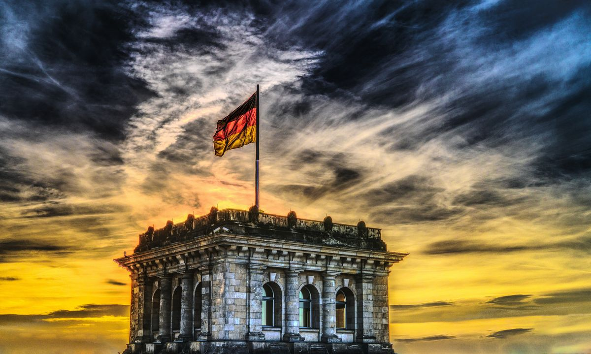 Fran_Franziska-Kraus_texter_english_german_fluent_accountant_australia_englishlover_bilingual_german-flag_pexels_felix-mittermeier_30.06.2020